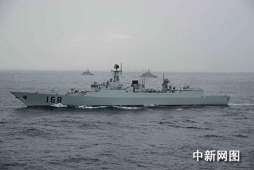 组图:南海舰队举行实战演练(3)