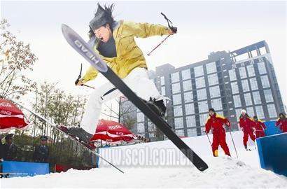 """西岭雪""""空降""""红星路上可滑雪"""