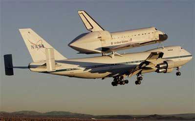 波音747货机载奋进号航天飞机返回佛罗里达(图)