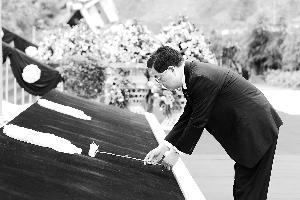 胡锦涛:力争提前1年完成重建