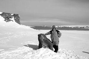 南极女生韦利杰踏上长城邢台站上望家乡下面黑有的姑娘为什么图片