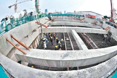 亚洲最大地铁换乘车站主体结构封顶