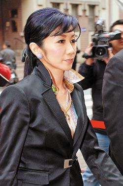 董事长的漂亮千�%_中国最漂亮的董事长,年方25岁,一年净赚36亿,只拿880万年薪