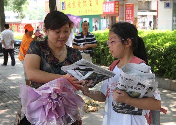 娄底湖南一小学生卖1517份小学成卖报报纸(暑班托大王图片