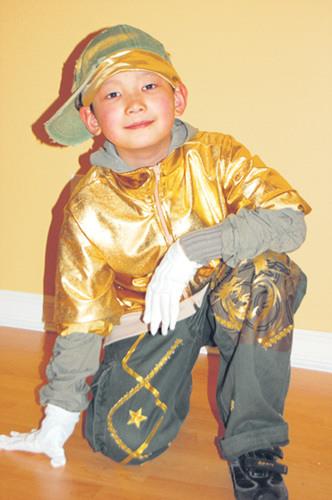 加9岁华人舞者蜕变记:昔日自闭童今日世界冠军