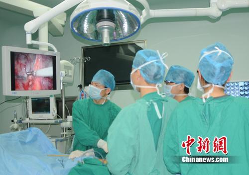 友病腹腔镜肾切除术