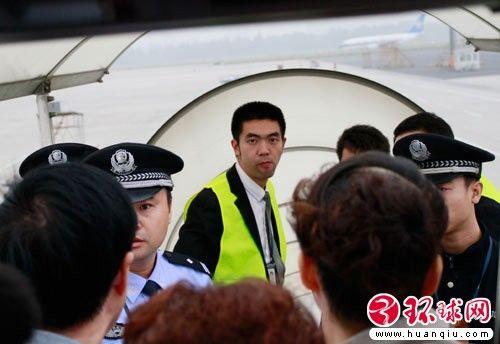 上飞机要求乘客提供行李号的工作人员