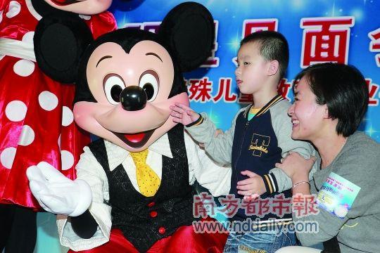 米奇米妮广州献爱心