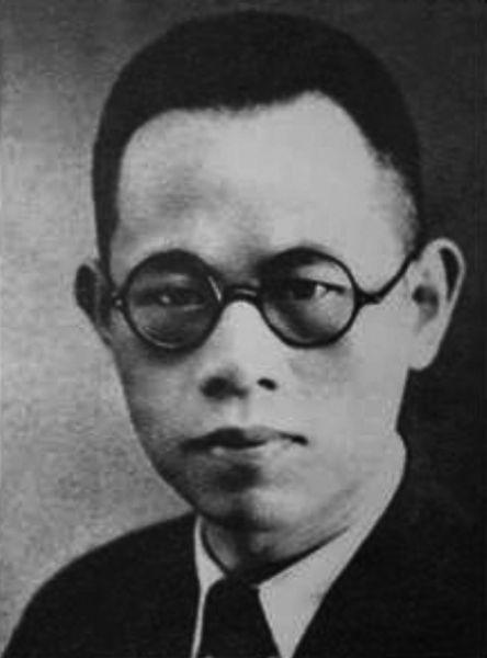 1918年,与毛泽东,蔡和森,何叔衡等在湖南组织新民学会,同年8月考入