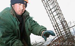 俄警方在新西伯利亚建筑工地查出50名非法移民