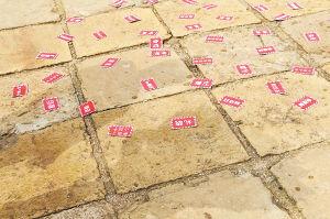 """昨天,昙华寺公园""""云南第一塔""""见证浪漫爱情小伙设计6米漫画求婚"""