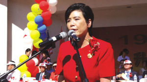 美国蒙市举行庆中国国庆升旗仪式逾两千华裔出席