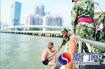 练兵遇上真警情海警救起3名落水者