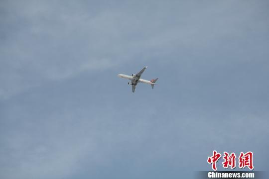 首架民用飞机降落张家口机场 预计春节前后通航
