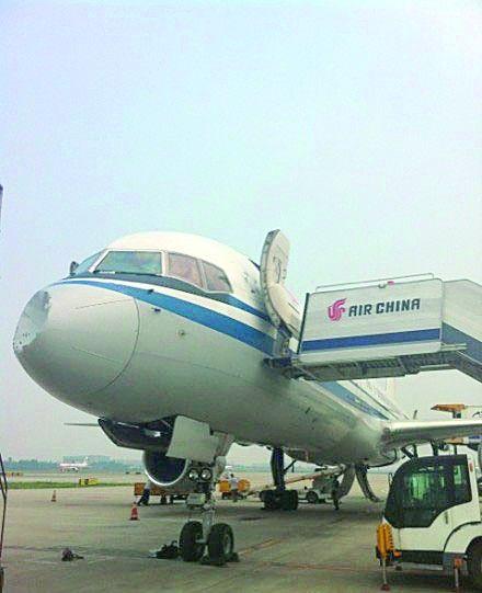 该公司当日上午由成都飞往广州的ca4307航班起飞约20分钟左右,飞机