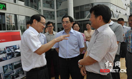 易炼红考察圣湘生物 鼓励企业以创新谋发展