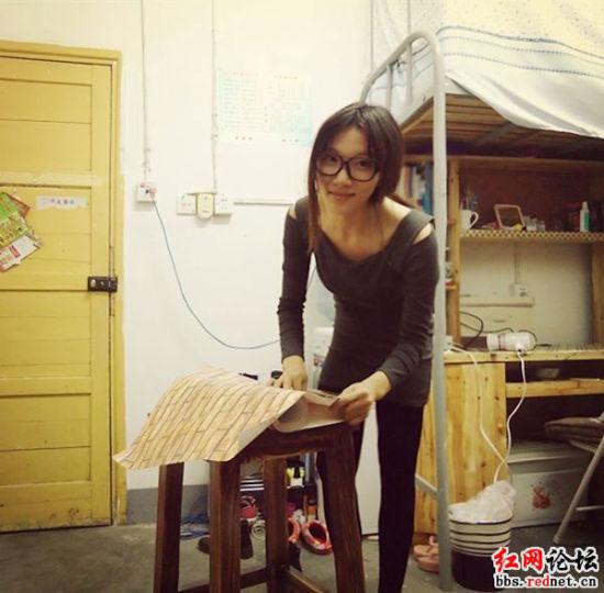 湖南涉外经济学院女生苦战两天重装寝室 被赞
