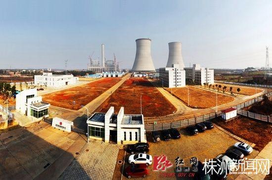 冷却塔为10000平方米双曲线自然通风冷却塔,高160米,环板基础外直径