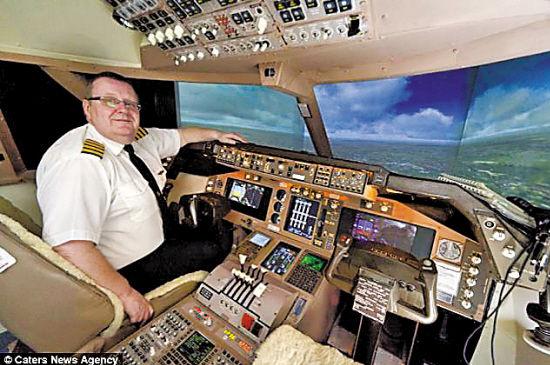 模拟驾驶舱的控制台由中密度纤维板制作