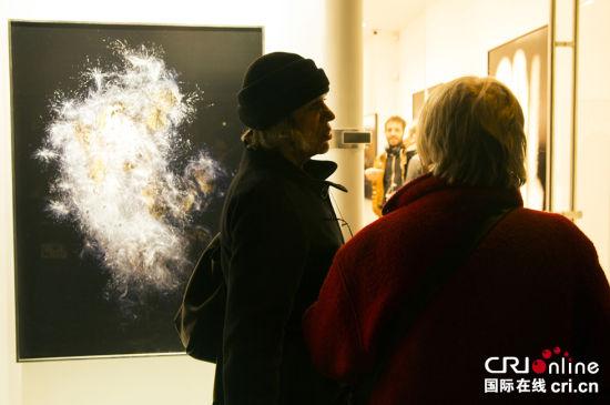 巴黎地平线画廊展出旅法青年艺术家作品引收藏家关注