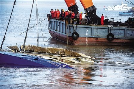 沉船3岁女孩遇难照片