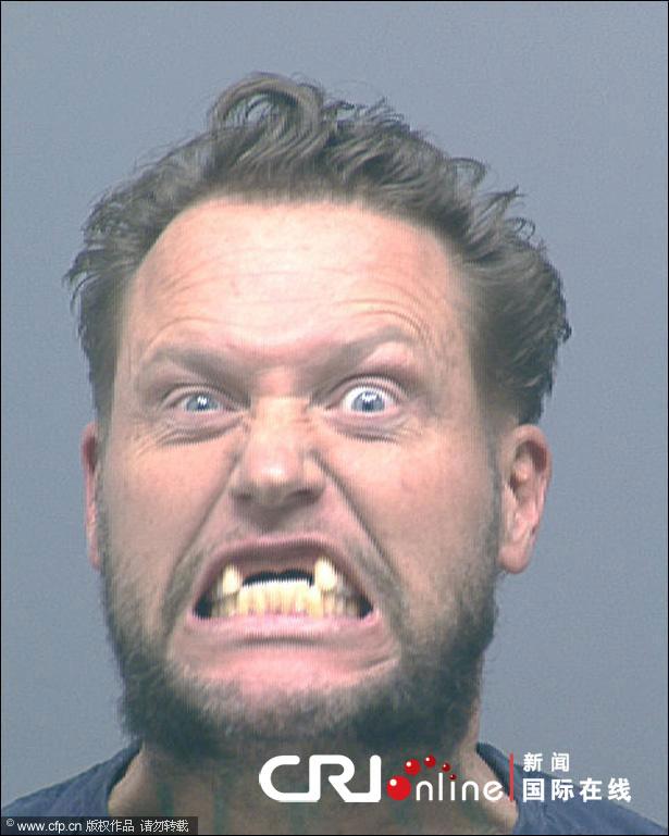 美国表情遭显露不忘搞笑v表情男子逮捕搞怪表无奈照片包+搞笑图片