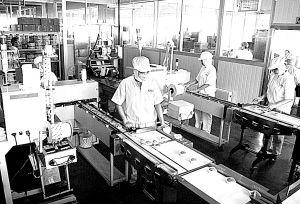 日产糕点20余吨 九州成兰州最大食品加工基地