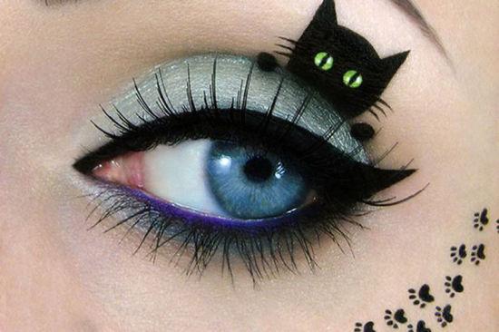 以色列艺术家佩雷格将自己的眼睛当作画布进行艺术创作,图中一只小猫正躲在佩雷格眼睑化成的壁架后面。(网页截图)   国际在线专稿:据英国《镜报》7月16日报道,以色列30岁的天才艺术家塔尔佩雷格(Tal Peleg)在眼睛上面绘制超可爱猫咪图,十分抢眼。   佩雷格在眼部进行绘画,眼睑成为小猫的身体,眼眉变成猫尾巴。佩雷格说:对我来说,化妆是一种艺术,只是我在脸上创作,不需要画布或纸张。我试图让自己的工作变得更有意义,不仅仅让女孩们看起来更漂亮。它必须能够表达我的情感或讲述一个故事。   但是佩雷