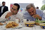 墨西哥部长带头食猪肉