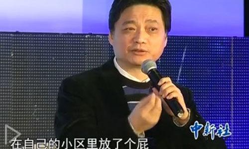 """崔永元在参加论坛时向""""以限制私家车来治理雾霾的方式""""开炮"""