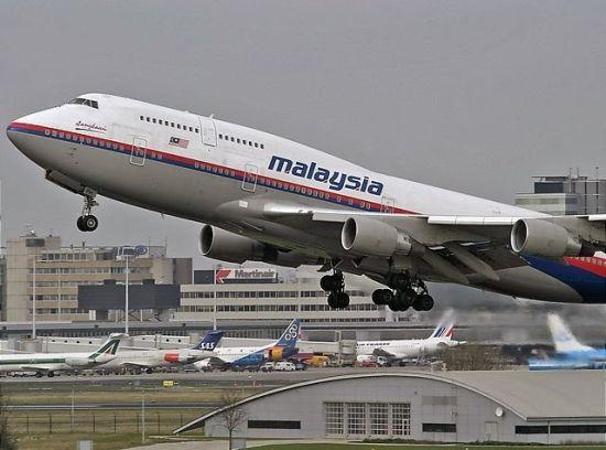 对于机上乘员家属而言,过去的一个月显然过于漫长了。