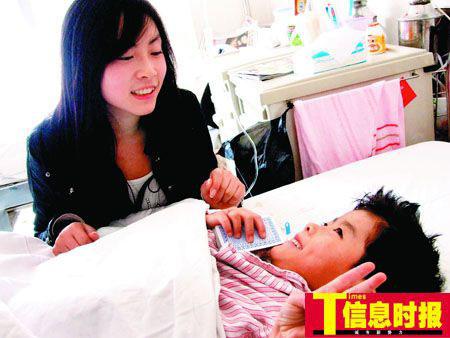 打工妹倾囊救助先天性脊柱畸形弃婴(图)