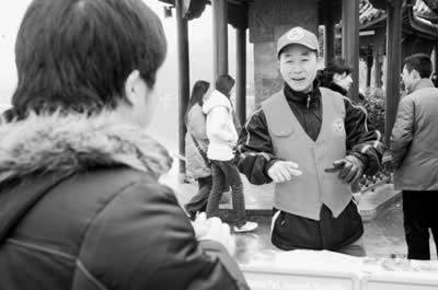 志愿者为接待游客放弃春节回家(图)
