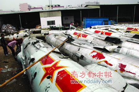 废品站拟分拆出售14架退役战斗机(图)