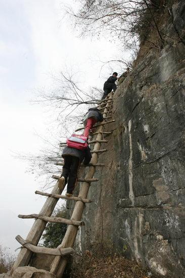 夫妇18年如一日撑起悬崖小学入选感动中国(图)