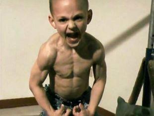 4岁幼儿练健美被评为最强壮男童(图)