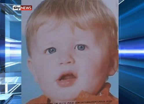 被转动的洗衣机致死的三岁男童(视频截图)