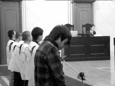 金俊杰等人出庭受审