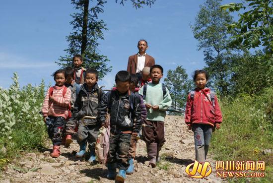 官晓峰和他的学生们