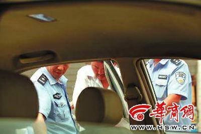 嫌疑人习某被警方刑拘 本报记者 佘樱 摄