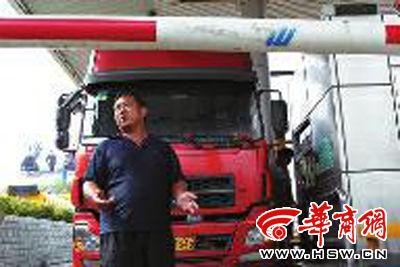 技法货车高速上遭抢没钱交费被困收费站2司机剑道小时图片