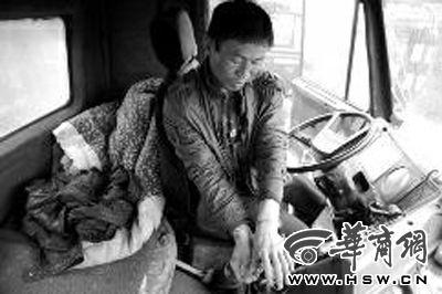 司机货车内打盹被绑架 脱险后发现50吨钢筋遭劫司机被绑货物遭劫