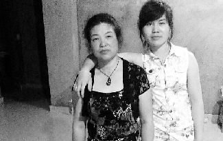 陈希希和妈妈周雪彩的合影。 照片由陈希希提供