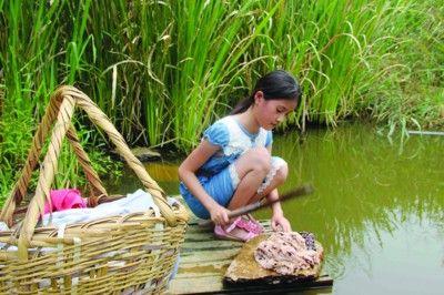干幼女什么感觉_女孩12年前遭遗弃 长大后干农活照顾年迈养父