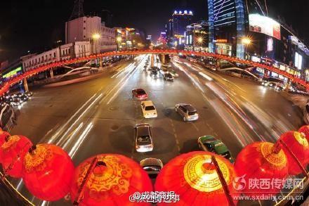 天桥上的红灯笼