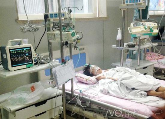 昨日,小琴仍在医院重症监护室接受观察治疗。(受访者供图)