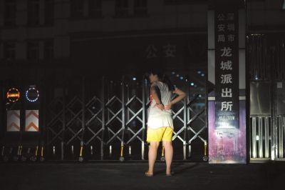 深圳龙城派出所,思思来进行案件进度问询。
