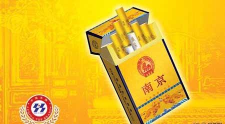 网友曝房产局长抽天价烟每条1500元(组图)
