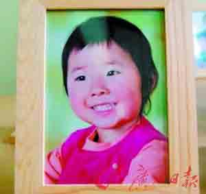 5岁女童在家中被脱落壁炉砸死(组图)