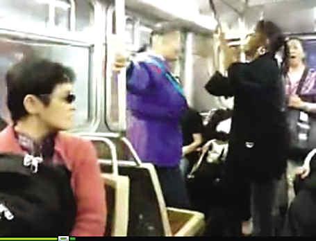 华裔妇女在旧金山公交上与非洲裔女子互殴(图)